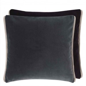 Coussin carré en velours gris Varese Granite & Raven Designers Guild